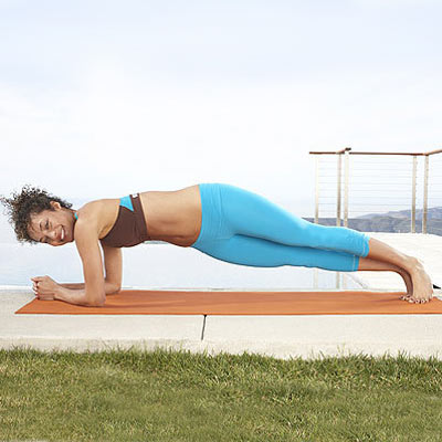 flat-belly-plank-twist