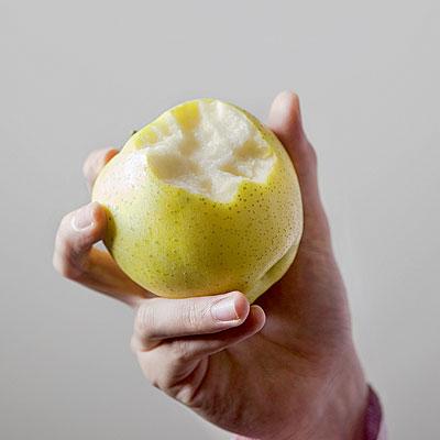 eat-apple-skin