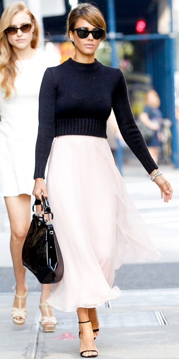 5db1e1bfbf JESSICA ALBA at the Ralph Lauren show sweater