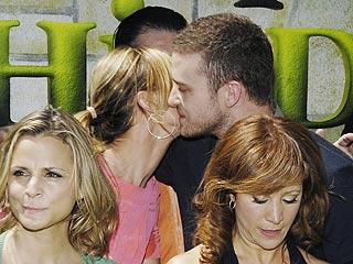 Justin & Cameron Kiss on Shrek Red Carpet | Cameron Diaz, Justin Timberlake