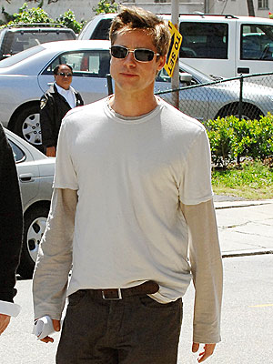 https://i0.wp.com/img2.timeinc.net/people/i/2007/startracks/070423/brad_pitt.jpg
