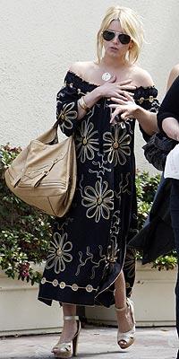 Seriously McmIllan she so ghetto sloppy celebrity Jessica Simpson