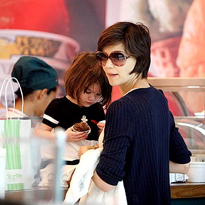 SWEET TREAT photo | Katie Holmes, Suri Cruise
