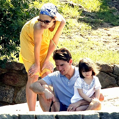 SUN SOAK photo | Katie Holmes, Suri Cruise, Tom Cruise