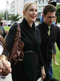 Judge Sides with Kelly Rutherford in Custody Issue