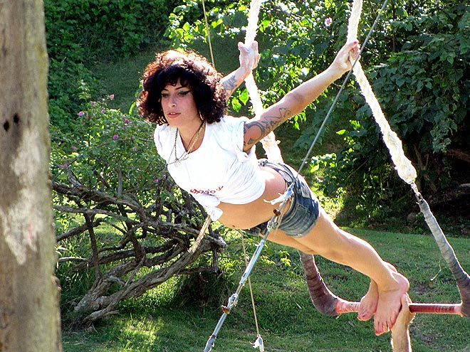 TRAPEZE ARTIST photo | Amy Winehouse