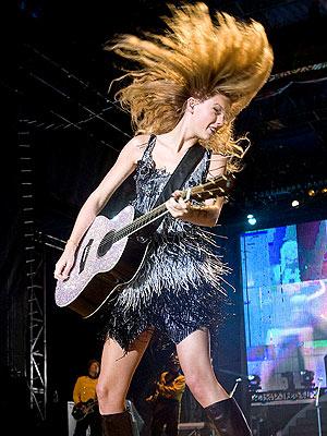 HAIR-RAISER photo   Taylor Swift