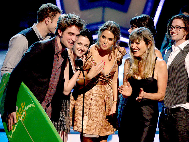 WINNER'S CIRCLE photo | Catherine Hardwicke, Kristen Stewart, Nikki Reed, Robert Pattinson