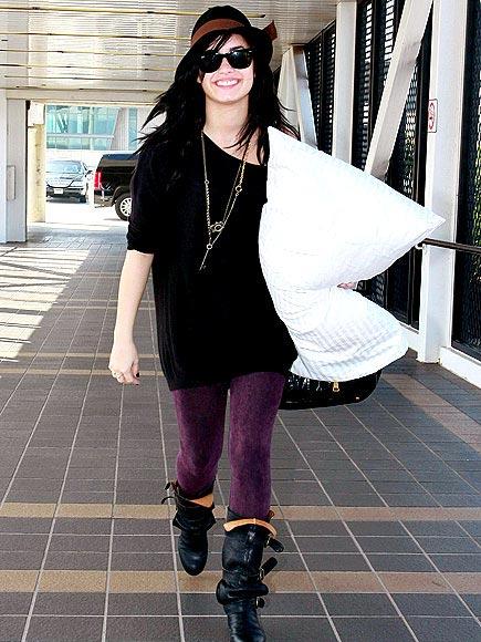 DEMI LOVATO'S BOOTS photo | Demi Lovato