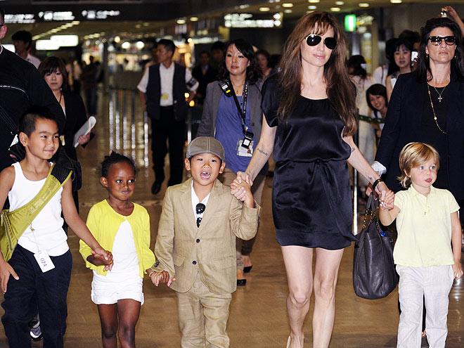 FOLLOW THE LEADER   photo   Angelina Jolie, Maddox Jolie-Pitt, Pax Thien Jolie-Pitt, Shiloh Jolie-Pitt, Zahara Jolie-Pitt