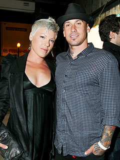 Sad Angry Girl Wallpaper Pink Carey Hart Expecting First Child Moms Amp Babies