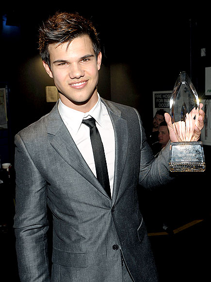 1. HE'S THE WHOLE PACKAGE photo   Taylor Lautner