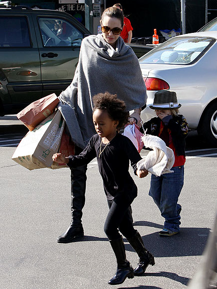 SHOP TOTS photo | Angelina Jolie