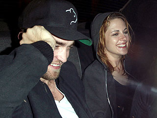 Robert Pattinson & Kristen Stewart Get Romantic in Louisiana