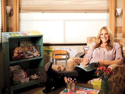 Mary McCormack Keeps It FamilyFriendly On Set  Moms