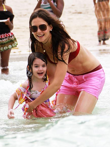 BATHING BEAUTIES photo | Katie Holmes, Suri Cruise