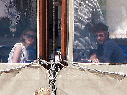 Scarlett Johansson & Sean Penn Take Whirlwind Trip to Mexico | Scarlett Johansson, Sean Penn