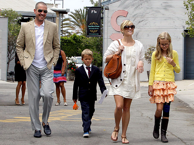 Reese Witherspoons Spends A Sunny Easter With Her Family