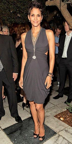 HALLE BERRY'S DRESS photo | Halle Berry