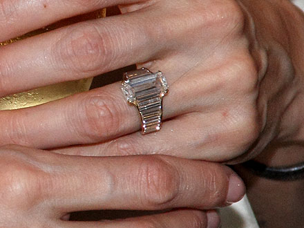 Angelina Jolie's Engagement Ring Up Close! | Angelina Jolie, Brad Pitt