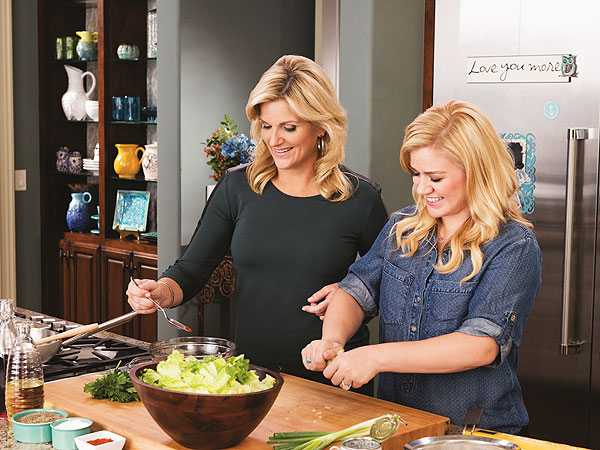 Trisha Yearwood Teaches Kelly Clarkson How To Cook Recipe