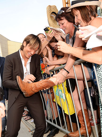 GIVE HIM THE BOOT! photo | Keith Urban