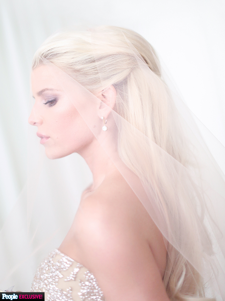 Jessica Simpsons First Official Wedding Photo  Weddings Eric Johnson Jessica Simpson