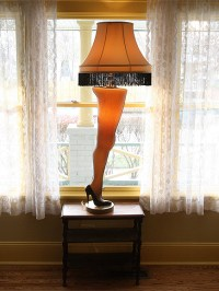 A Christmas Story Leg Lamp Stolen From Store : People.com