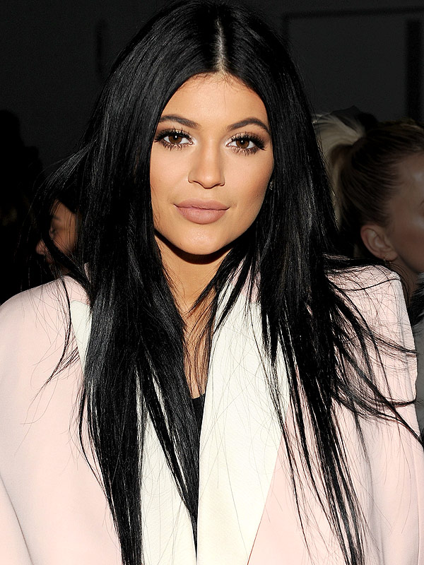 Kylie Jenner Lands New Beauty Gig Takes Out Her Weave Hair