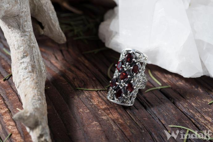 Mittelalterlicher Prunkring  DONATA  Roter Kristall  Silber  Ringe mit Steinen  Windalf