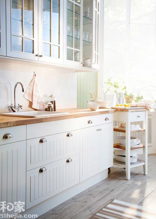 european kitchens kitchen base cabinet dimensions 木色家居铺设厨房木地板你考虑过吗 金华频道 引起后期的一些打扫问题 但实际上这个缝隙出现的几率也是非常小的 抛开大家认为的国情不同 国外 北美 北欧 欧洲 厨房 真的大部分都是木地板 而且实木的大把