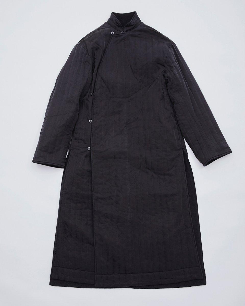 WRYHT リバーシブルコート ブラックの写真