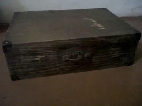 Maleta antigua de madera