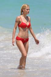 Michelle Hunziker show off her body in red bikini on the beach in Miami - Hot Celebs Home