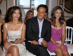 Jessica Alba cleavagy and leggy during Valentino fashion show - Front Row - PFW Haute Couture F/W 2011 - Hot Celebs Home
