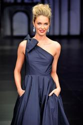 Jennifer Hawkins shows her spectacular legs at Myer Autumn/Winter collection fashion show in Sydney - Hot Celebs Home