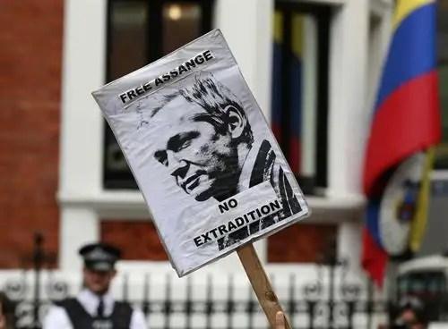 fotonoticia201208170939 - Ecuador concede asilo a Julian Assange: La tensión diplomática con Londres llega al máximo