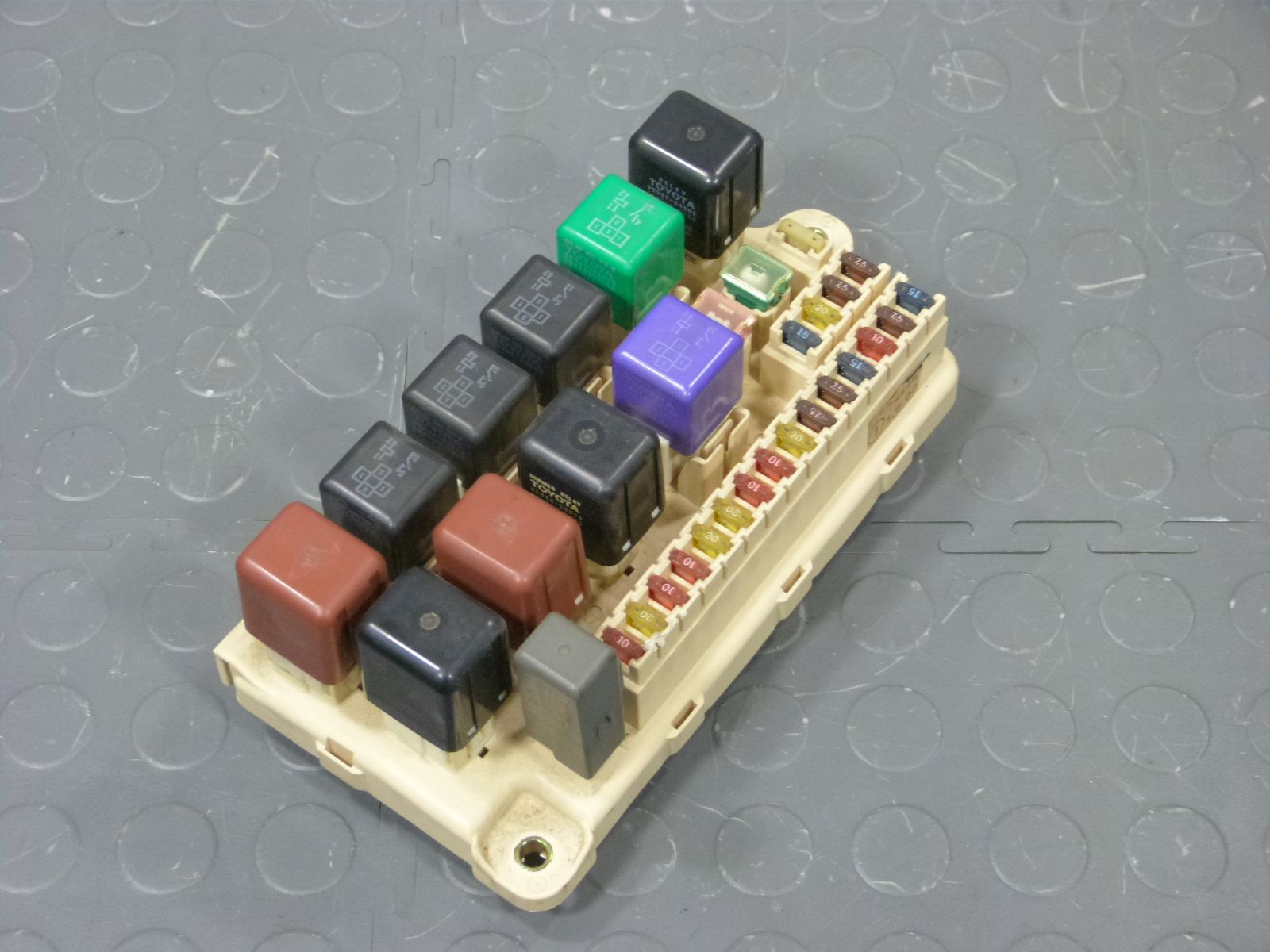 hight resolution of 95 lexus ls400 underhood fuse box assembly relays fuses
