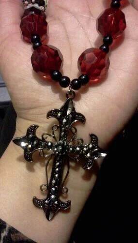 red classy gothic necklace (etsy)