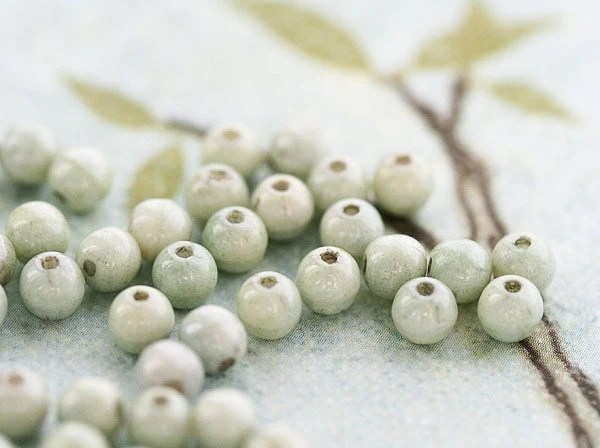 Sage green czech glass beads - light mint green round spacers, druk - 4mm - 100Pc - 313 - MayaHoney