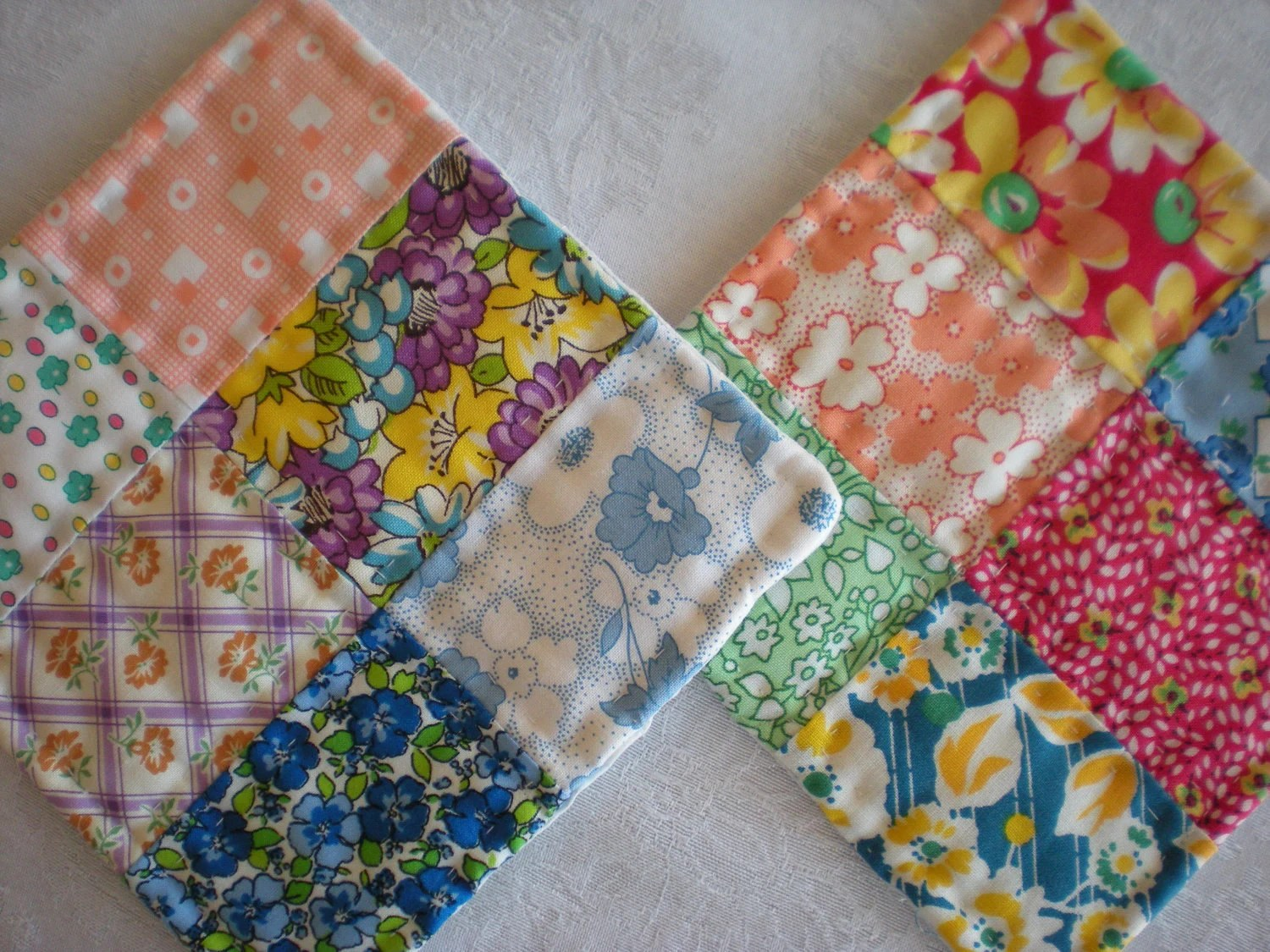 Pot Holders - Hotpads - 1930's repro - Feedsack - Hand Quilted - Kitchen
