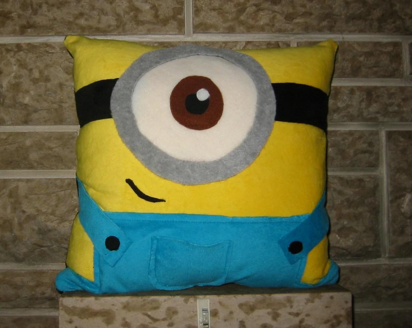 Despicable Me Minion Pillow van RaeVan87 op Etsy