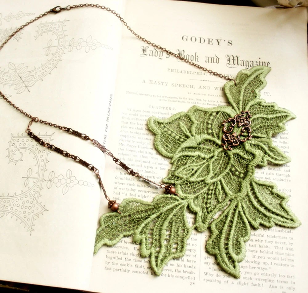 lace necklace -CHARLOTTE- (green apple)