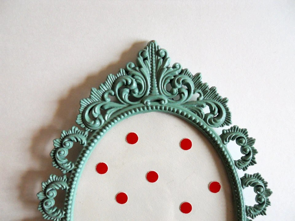 Vintage Ornate Oval Picture Frame in Mint