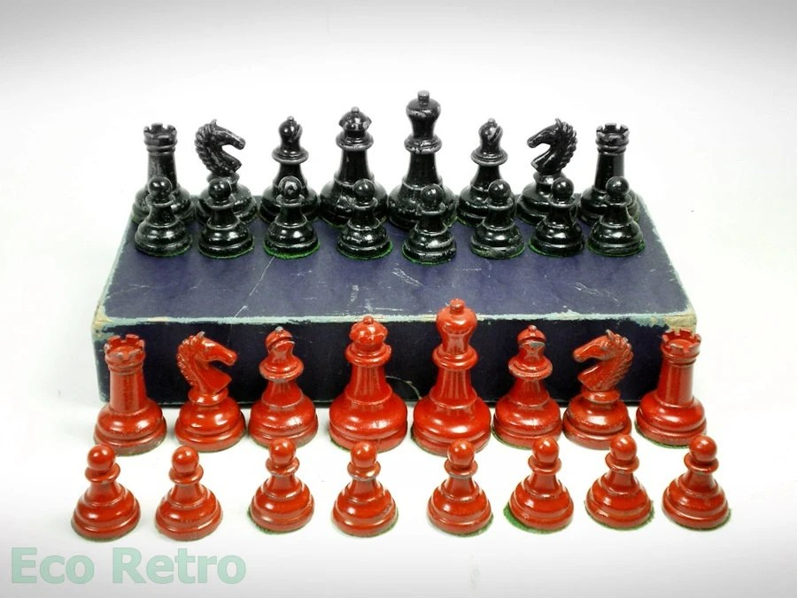 Vintage 1940s Red and Black Lead Chess Set in Original Box - EcoRetroStore
