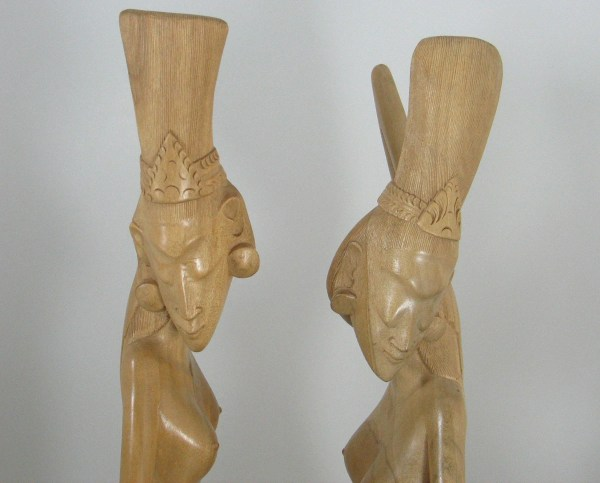 """Vtg Pair Bali Hand Carved Large 25"""" Tall Satin Wood Statues Sculptures Signed"""