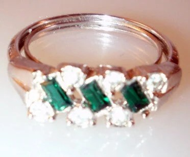 On sale Avon signed  Evening Classic Emerald Rhinestone cocktail  ring  1975