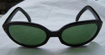 Listing Ending Today Insane Sale Amazing 1950s Carsan  melodia sunglasses Bakelite with green lenses scorpio desisn on the arm Spanish rare