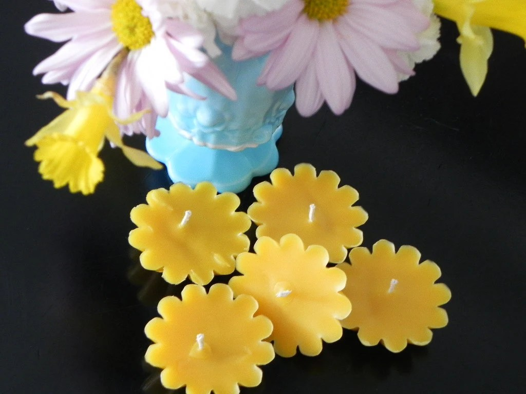 Beeswax Candles - Little Flowers - Scent Pomegranate Cider