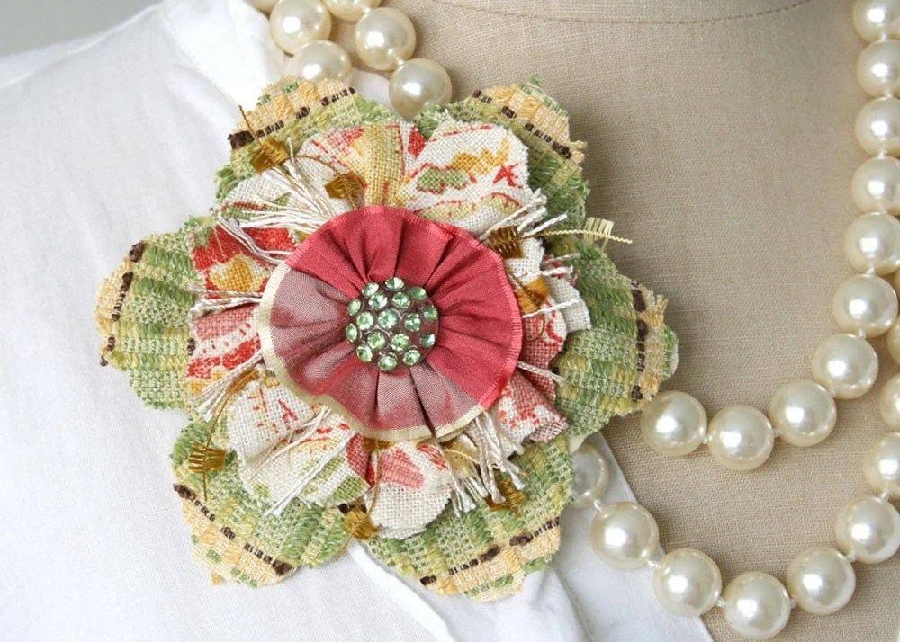 Festive Christmas Flower Pin Brooch in Bright Green and Red